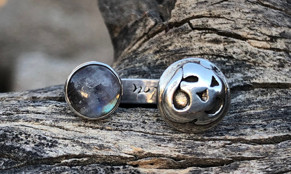 Rainbow Moonstone/Om 2cap - Valou ::: Home of the Original 3cap ring design :::