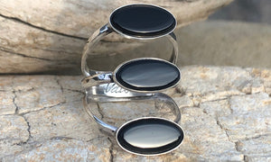 Tri-stone Onyx ring - Valou ::: Home of the Original 3cap ring design :::