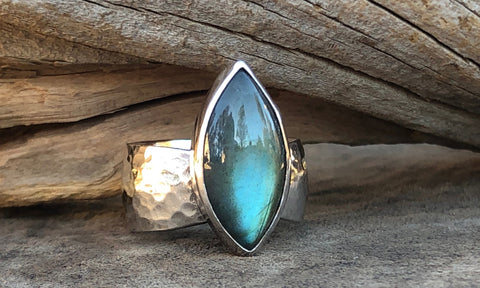 Labradorite Hammered Silver ring - Valou ::: Home of the Original 3cap ring design :::