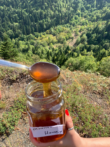 Thomas' raw Mountain honey - at the mountain
