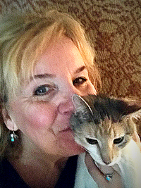 Lori Davidson Co-founder Pet Perennials with her cat Pumpkin