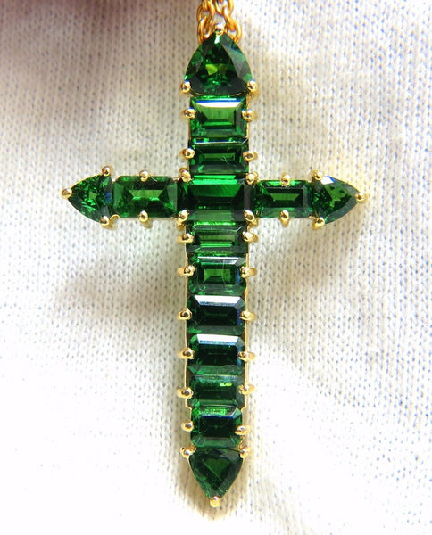 12.00ct natural vivid green tsavorite cross 18kt & chain