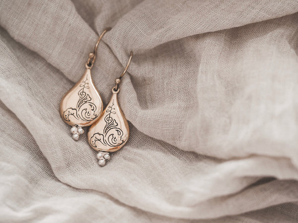 Trust earrings - brass/silver