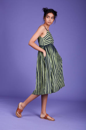 Load image into Gallery viewer, Anika Aakaar Dress SS Green