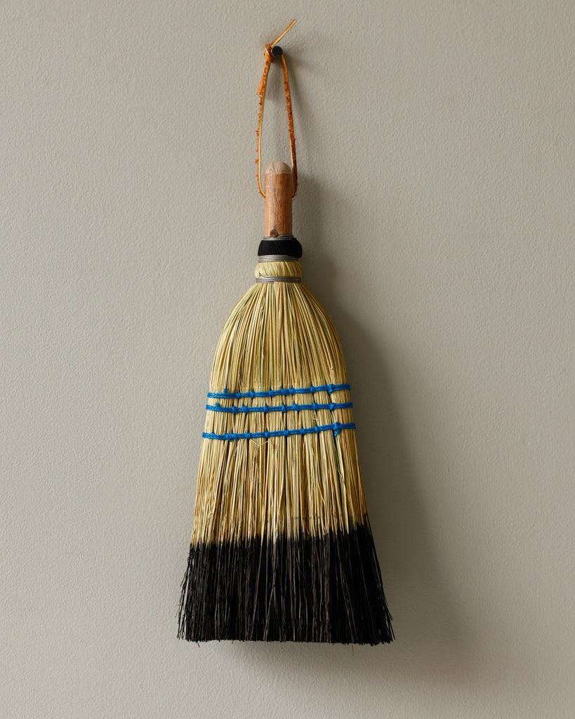 Lostine dipped black whisk broom