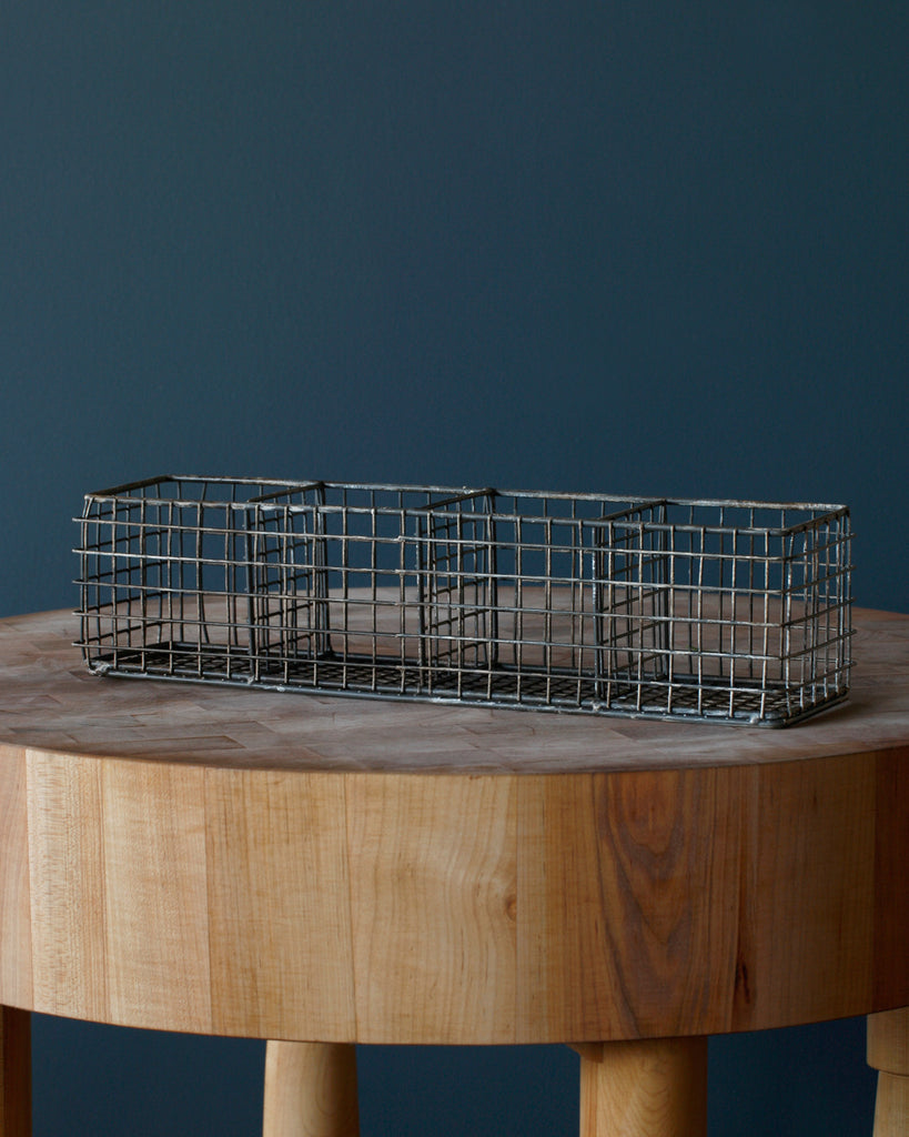 Lostine wire basket with compartments