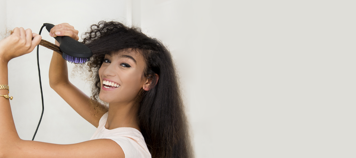 Effortlessly straighten your hair while brushing.