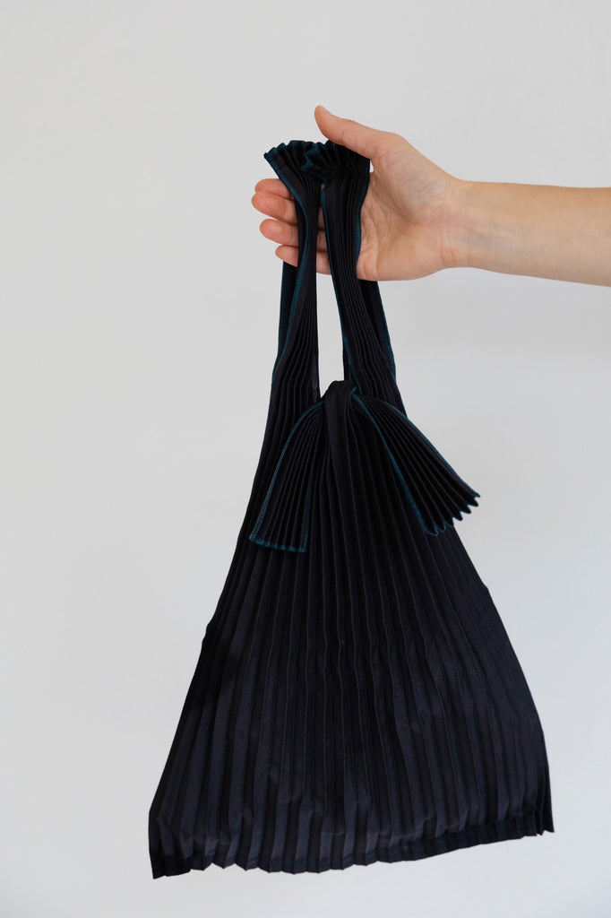 Small Pleated Pleco Tote Bag KNA Plus Black