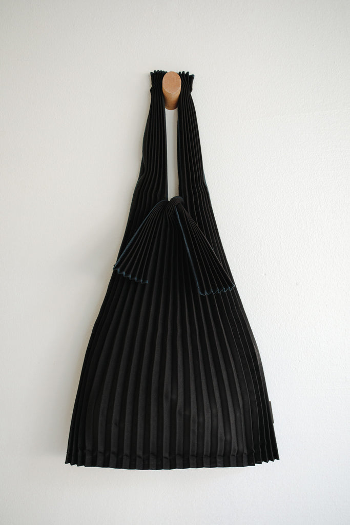 Small Pleated Pleco Tote Bag - Black