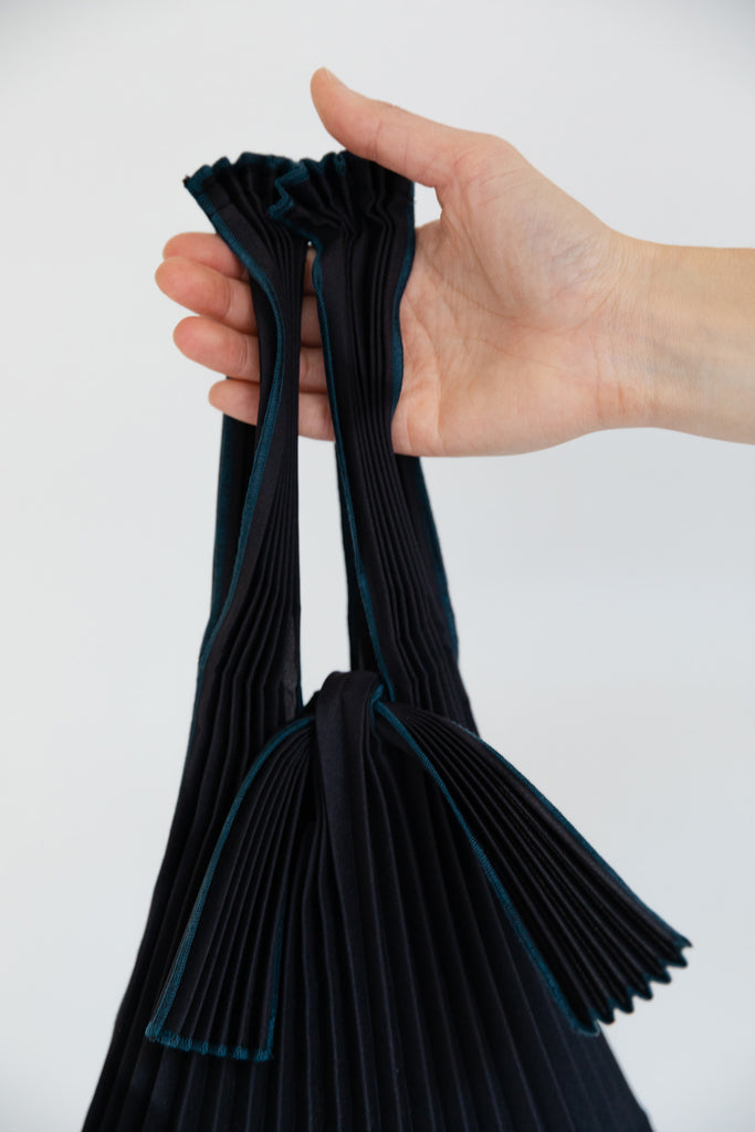 Small Pleated Pleco Tote Bag by KNA Plus Black