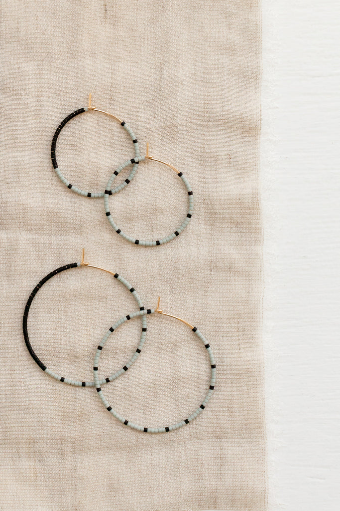 Loma Earrings, Fog/Black