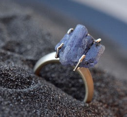 18K Special White Gold Ring with Natural Raw Tanzanite