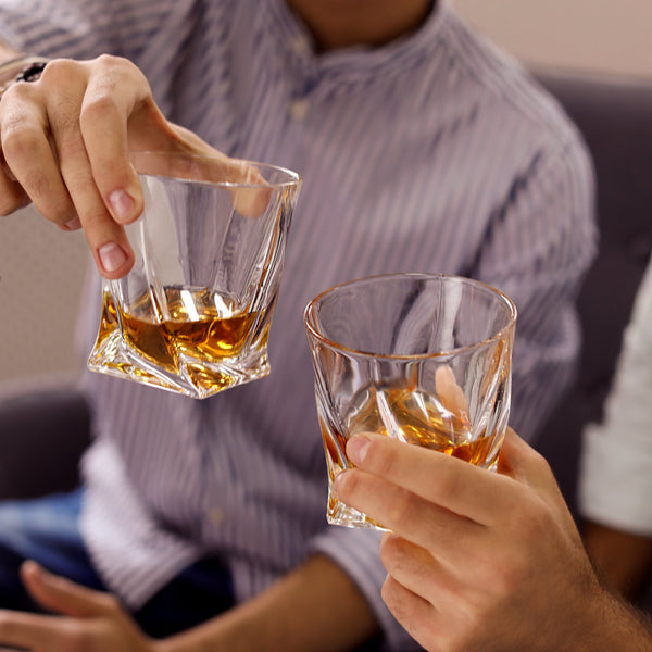Article Inviting Friends Over for Whisky? How to Drink Scotch Image