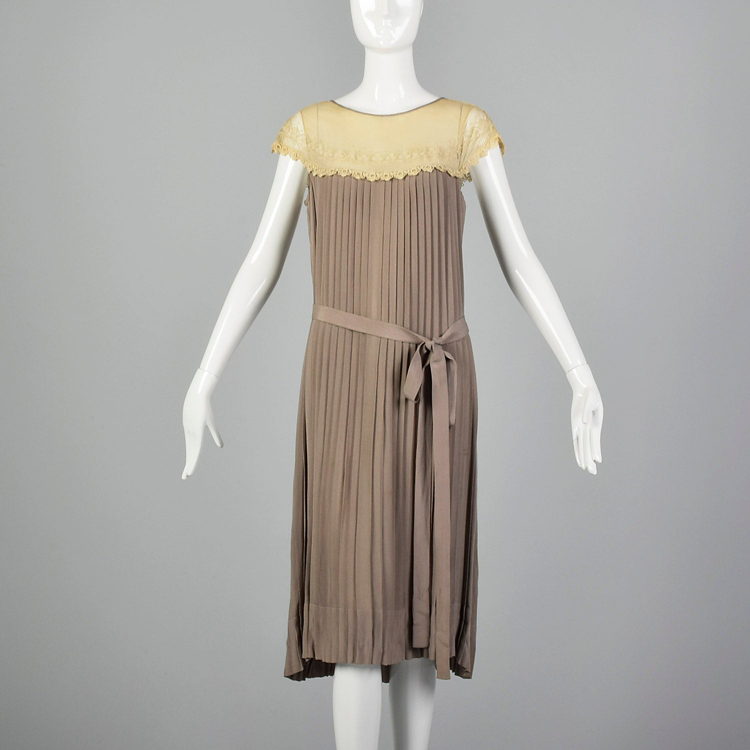 1920s Pleated Lace Collar Day Dress