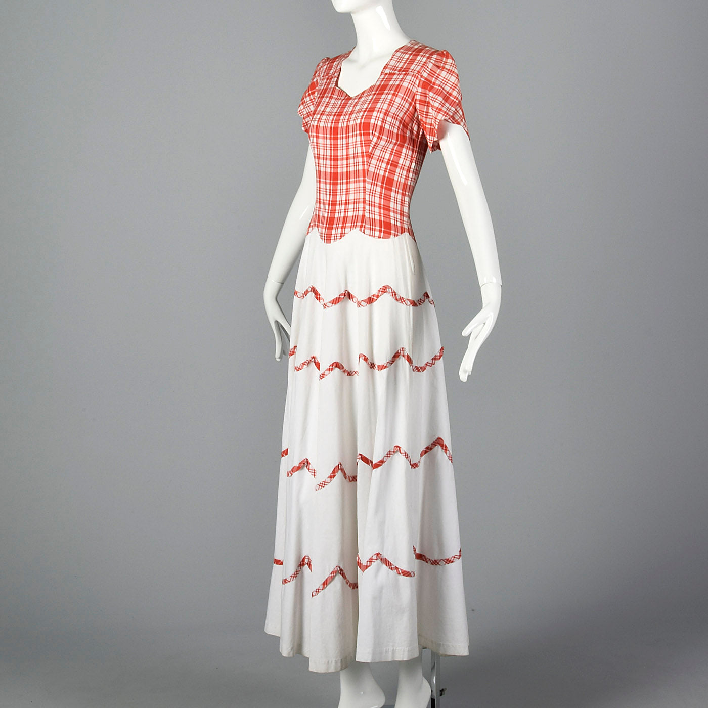 1940s Long Day Dress with Scallop Details