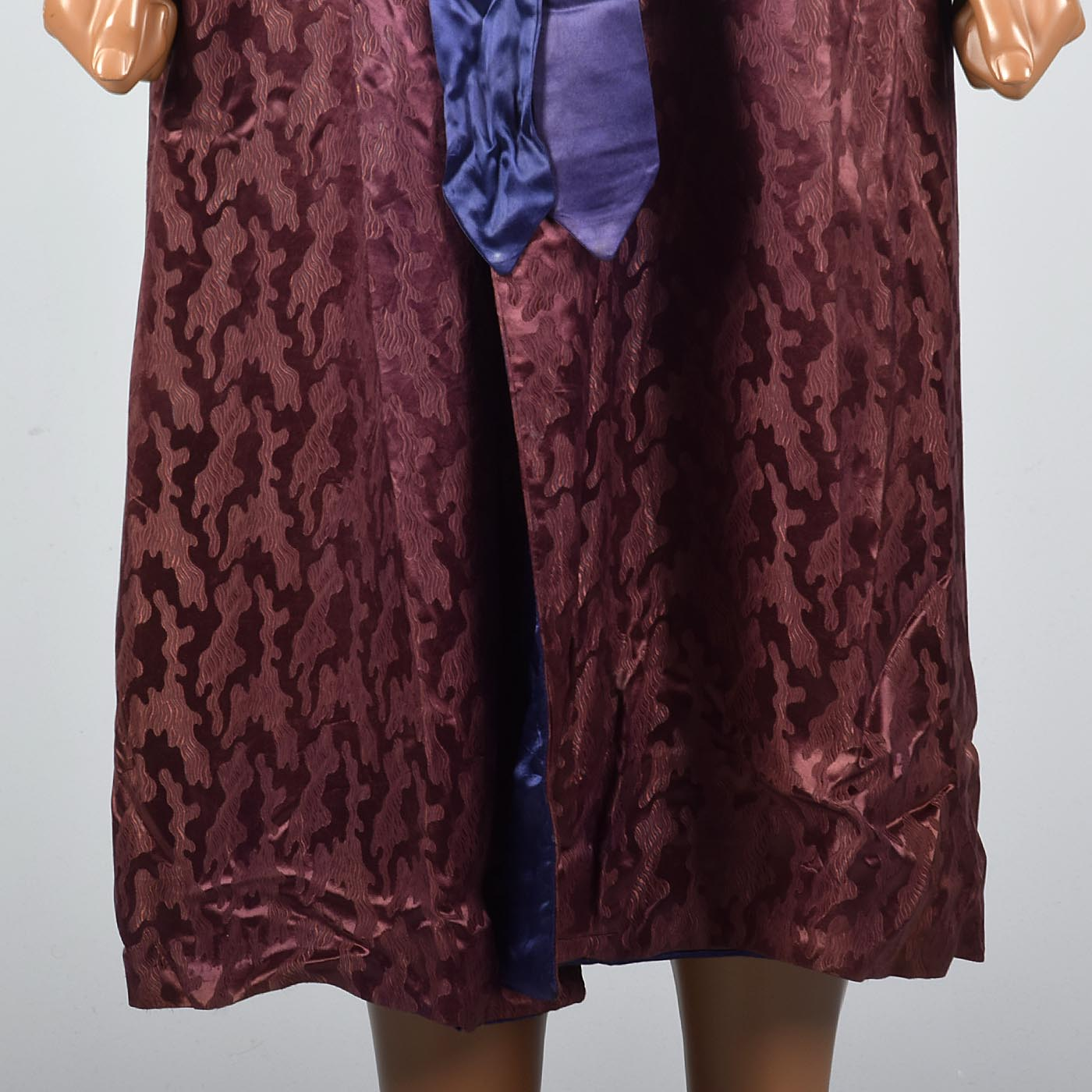 1940s Mens Burgundy Robe with Ameoba Weave