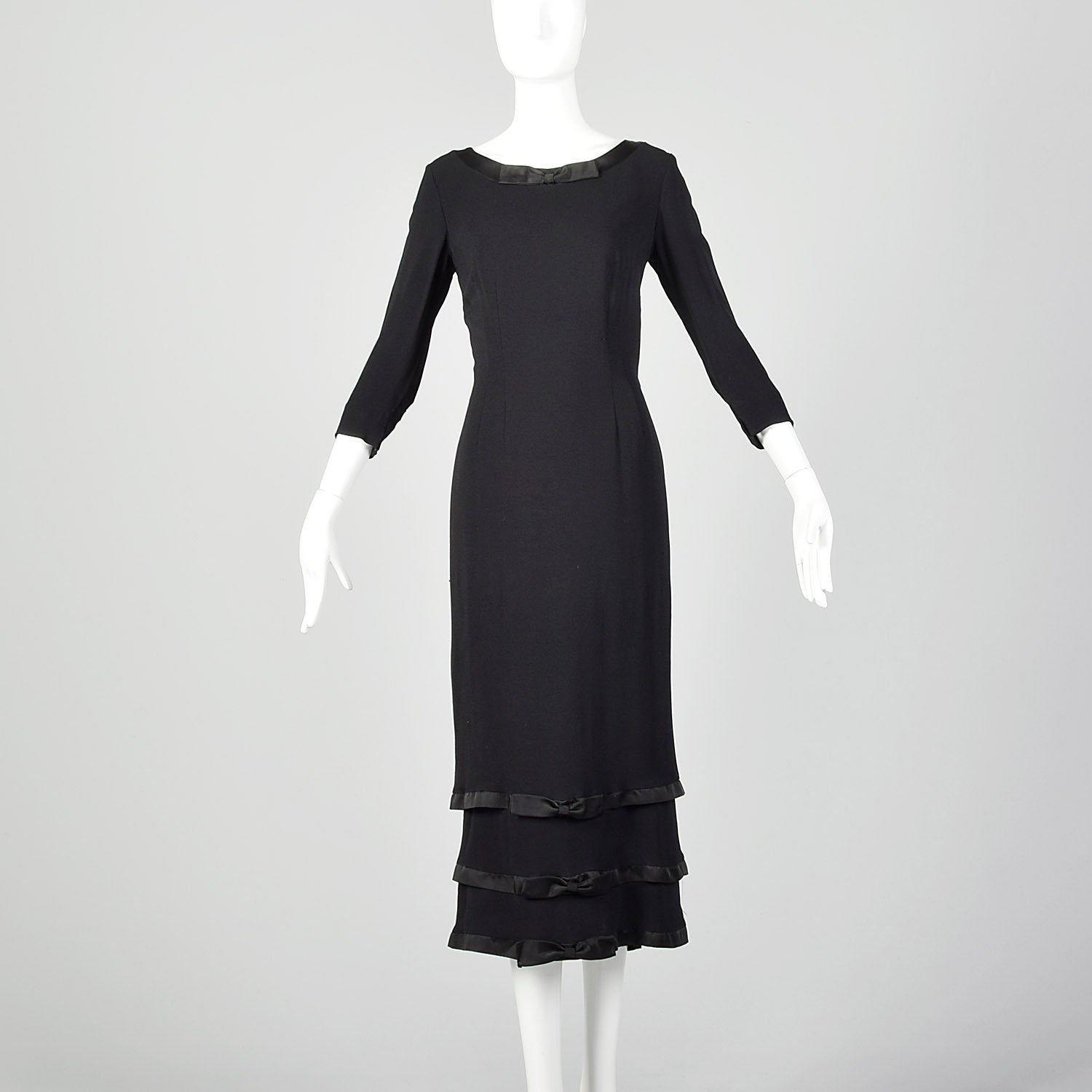 Small Late 1950s Early 1960s Black Wiggle Dress Style