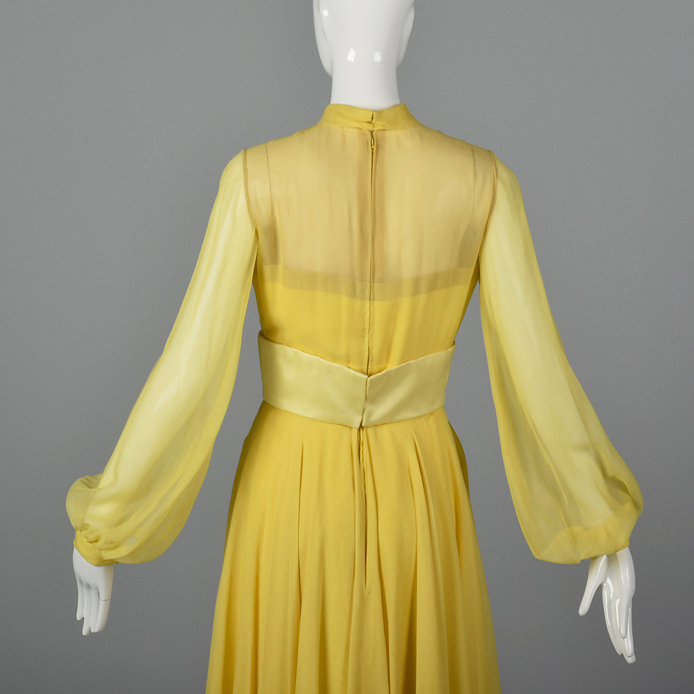 Elegant 1970s Travilla Yellow Silk Chiffon Dress