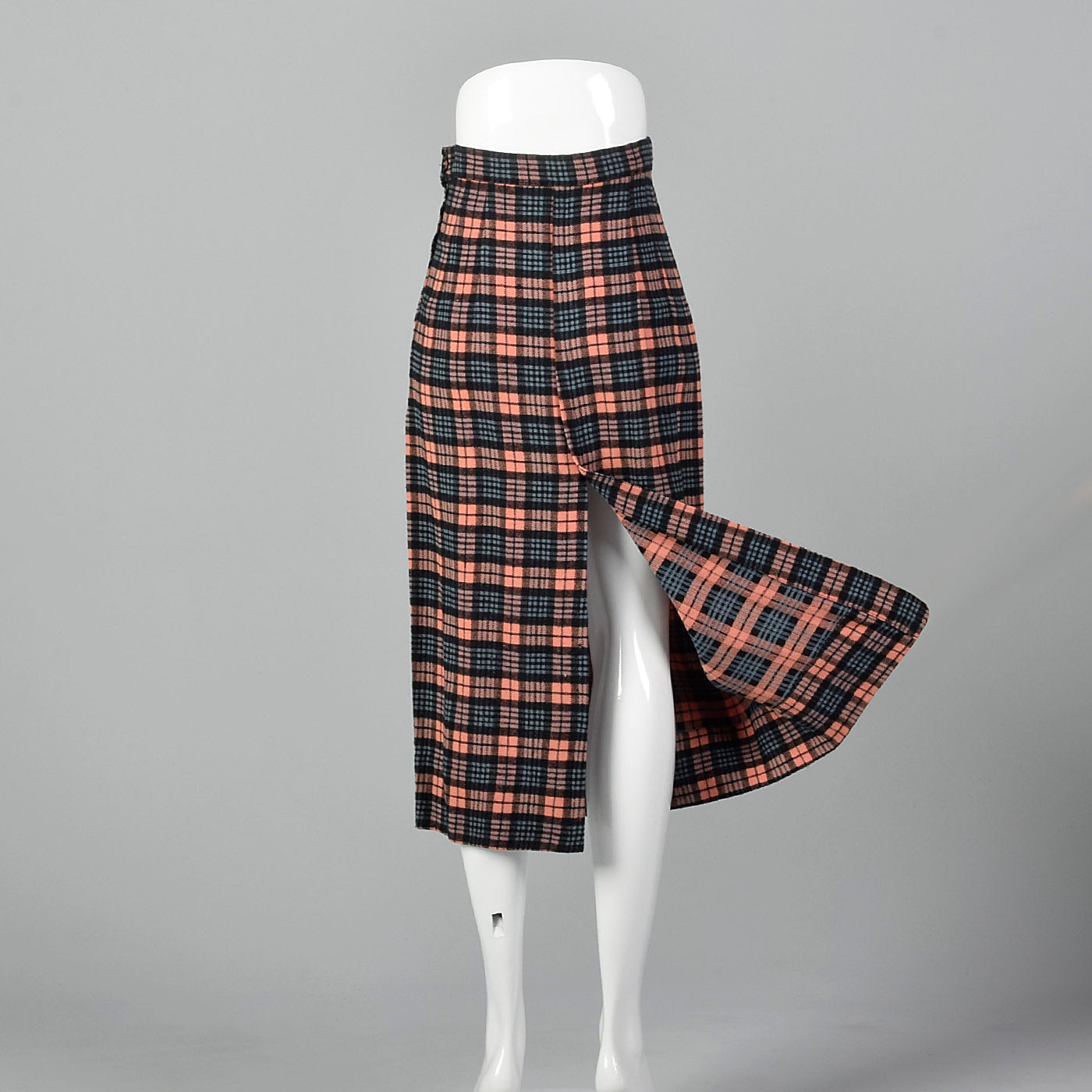 1940s Wool Pencil Skirt in Pink and Blue Plaid