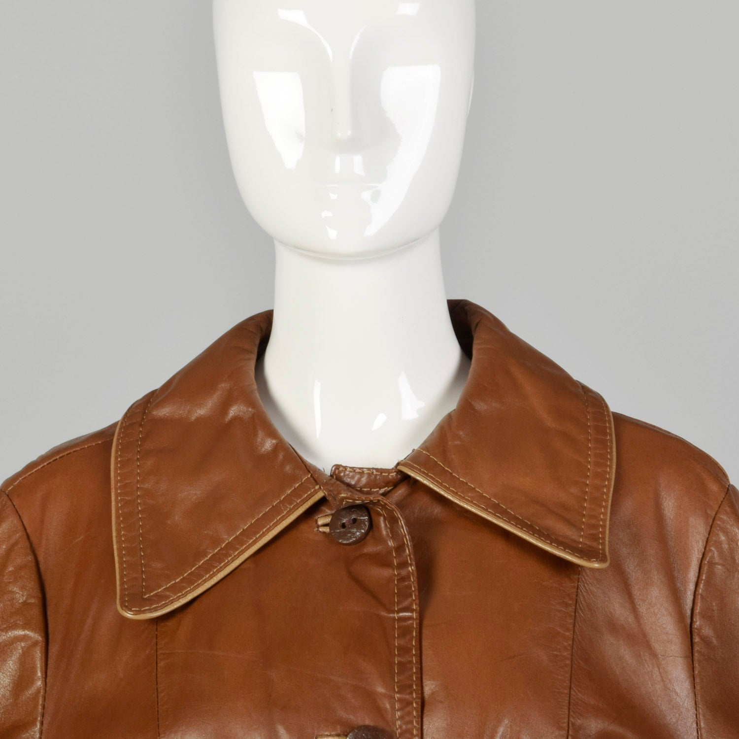 Large 1970s Brown Leather Trench Coat Wide Collar with Great Details