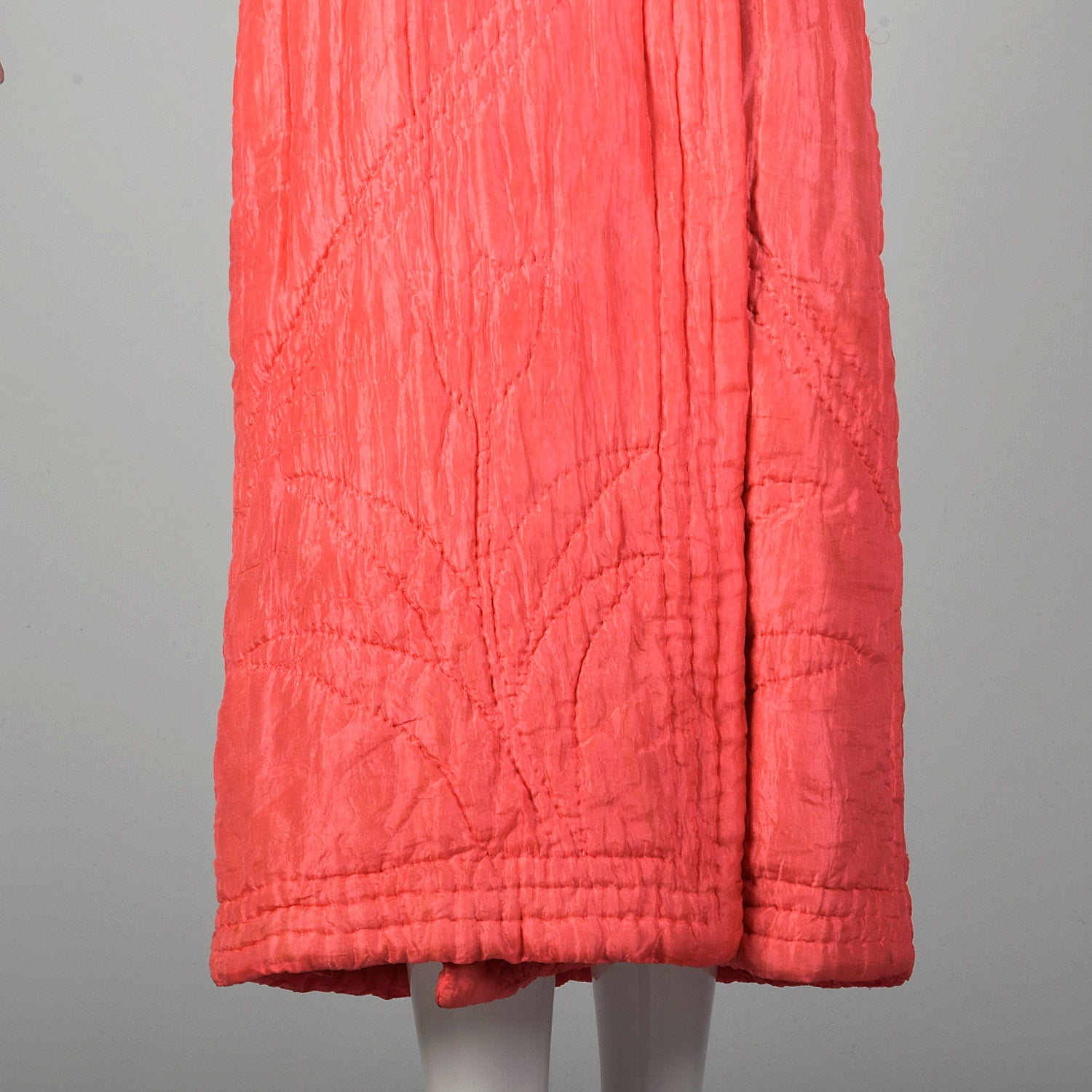 Medium-Large 1930s Pink Quilted Robe