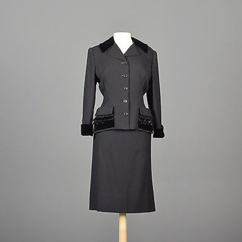 1950s Black Skirt Suit with Hourglass Shape