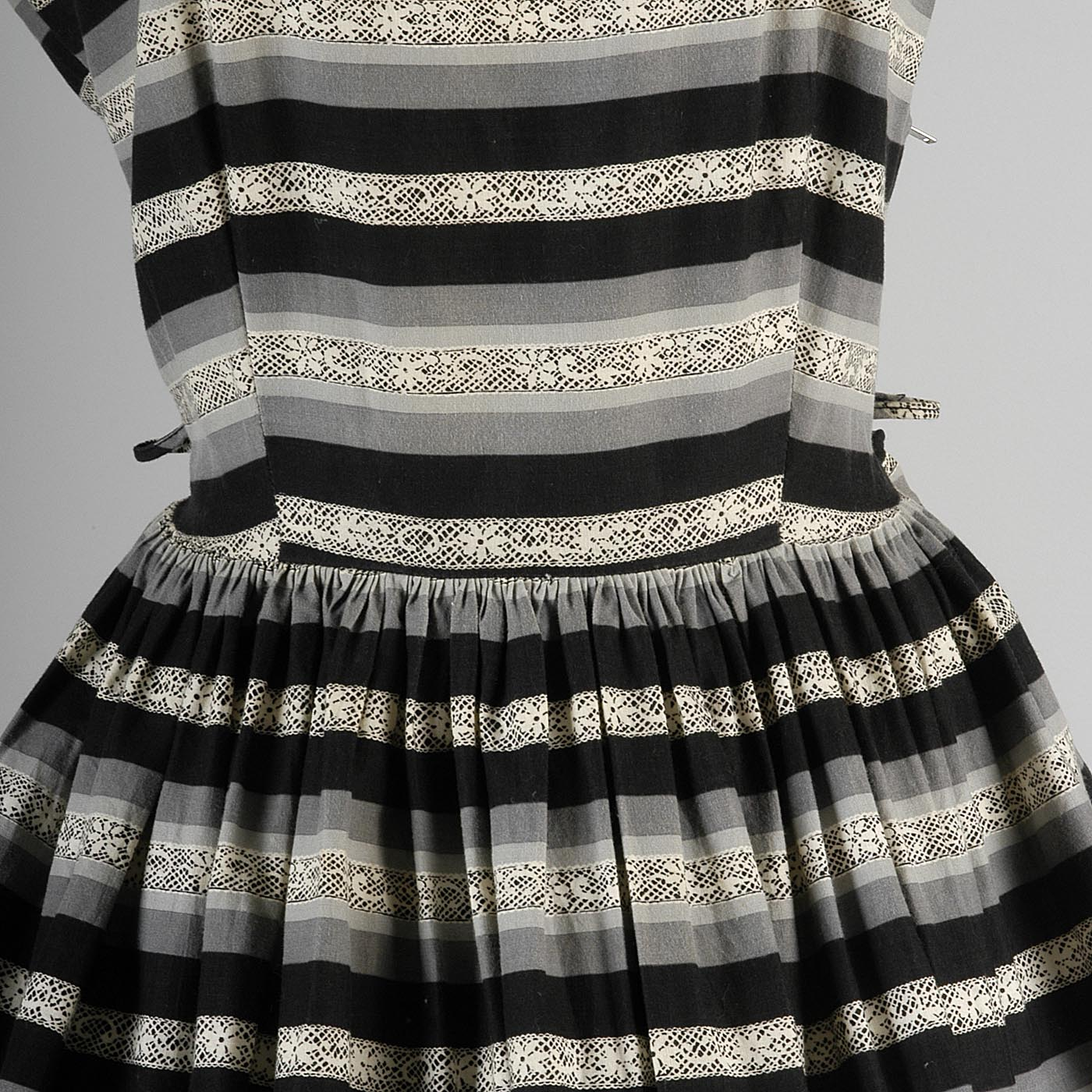 1950s Black and Gray Lace Print Dress