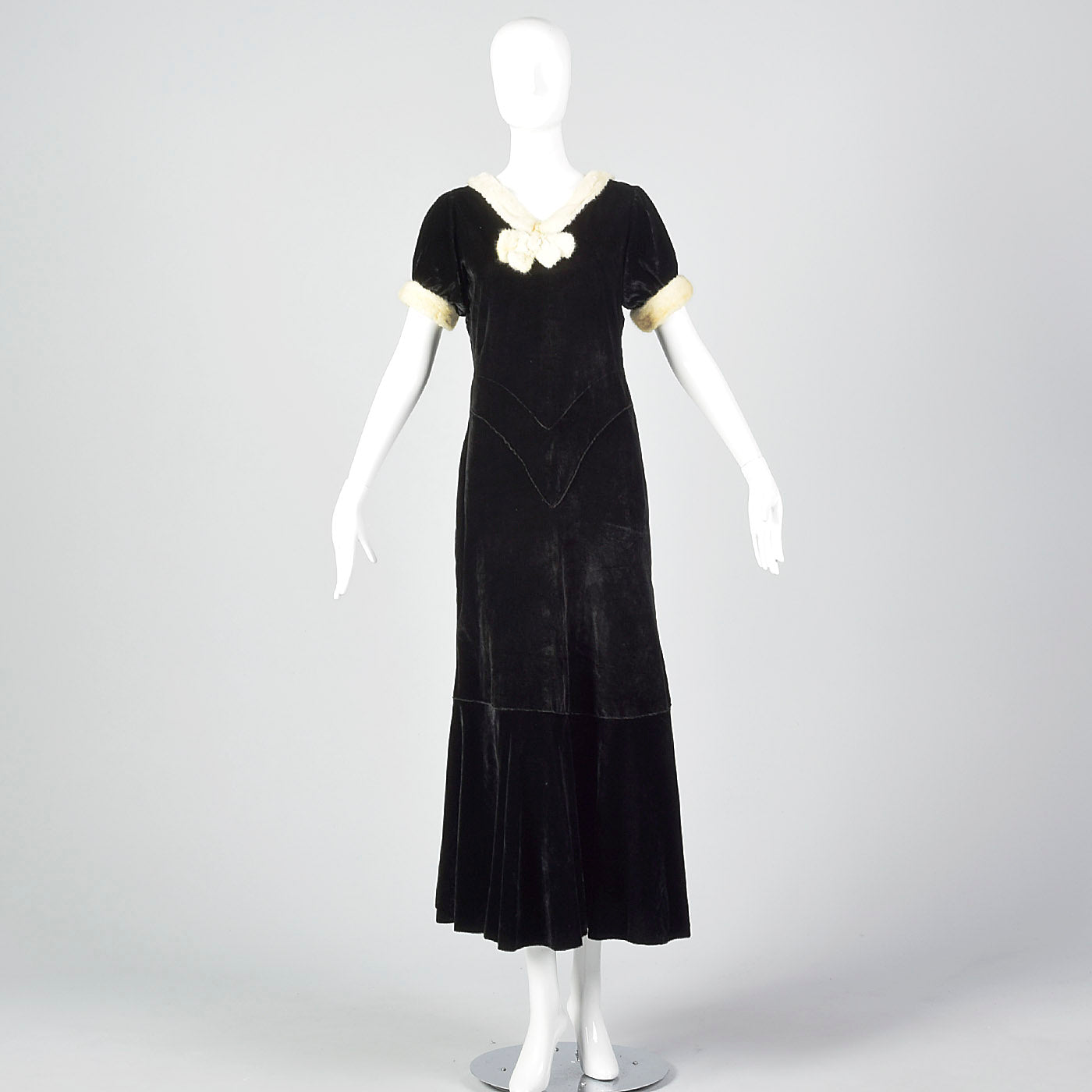 1930s Black Velvet Dress with Fur Collar