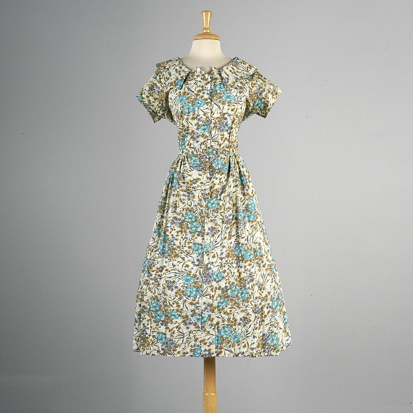 1950s Floral Print Day Dress with Elegant Neckline