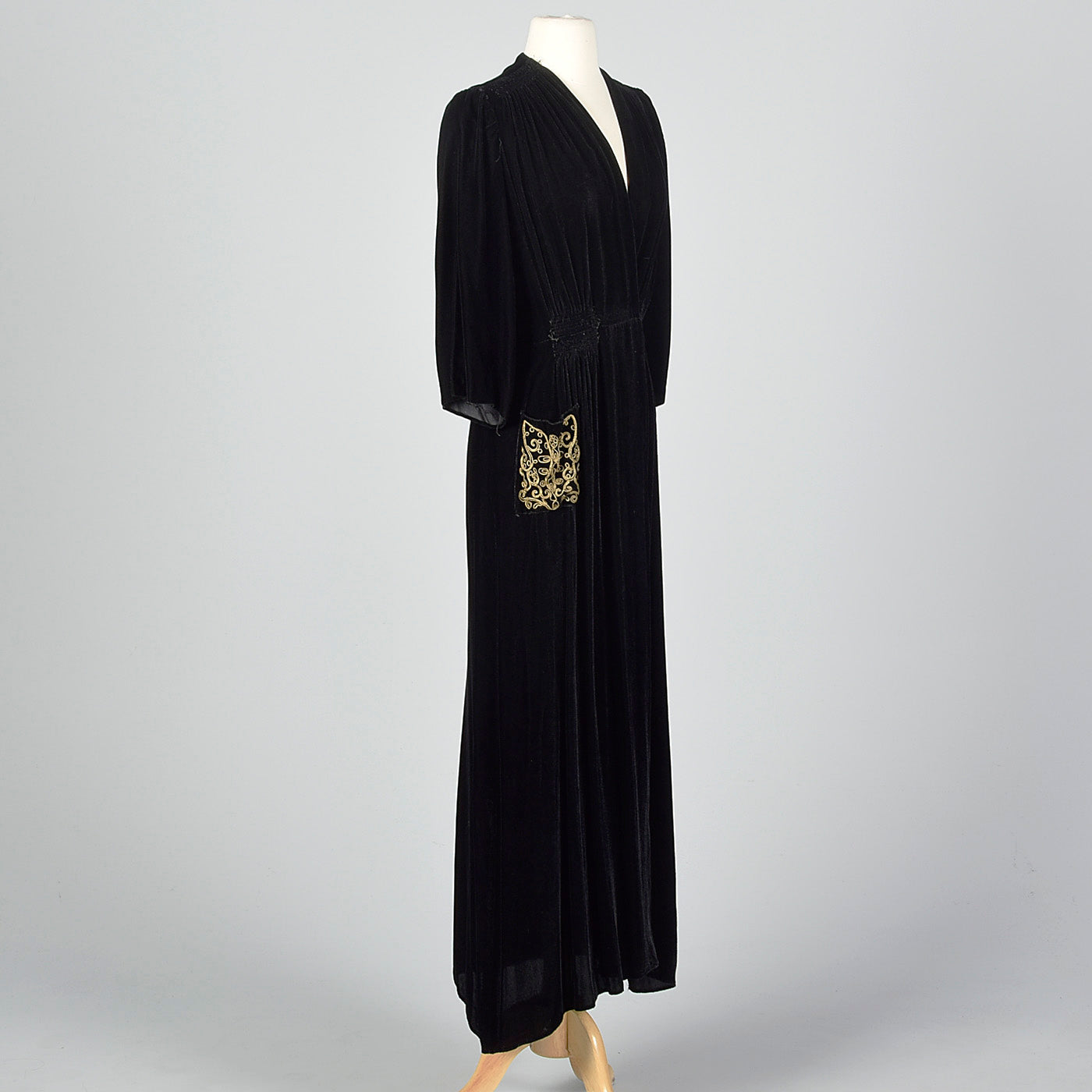 1930s Black Velvet Dressing Gown with Decorative Pocket