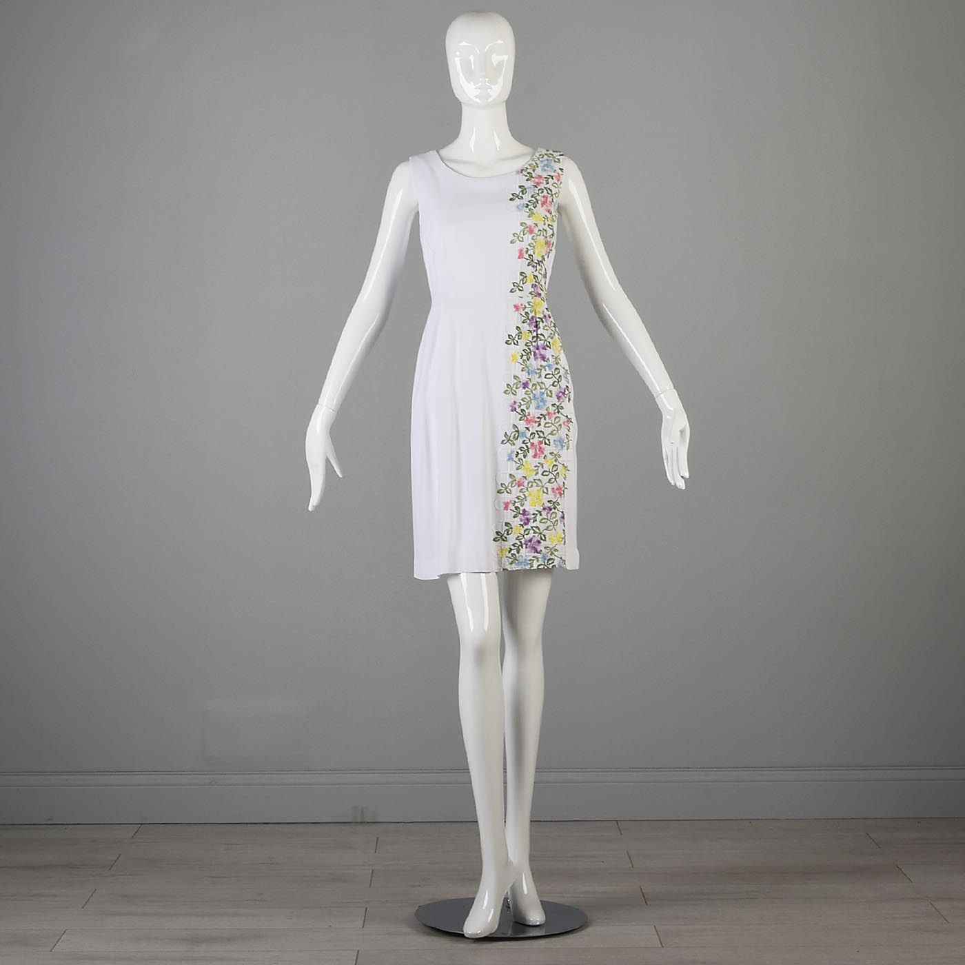 1950s White Day Dress with Floral Embroidery
