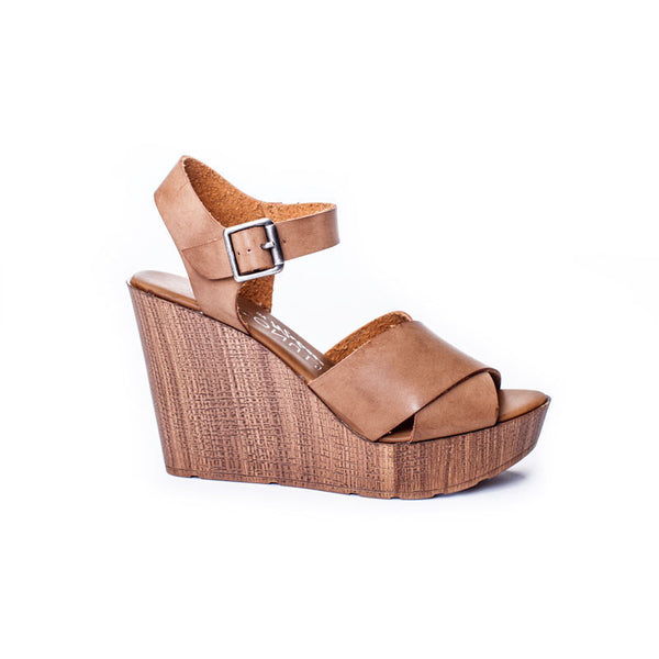 Luna Cognac Wedge