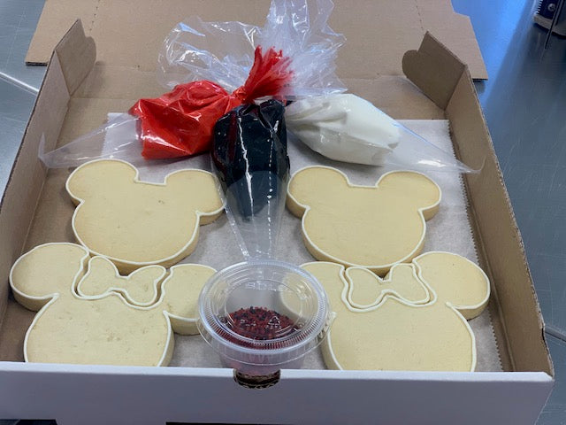 Mickey and Minnie Cookie Kit