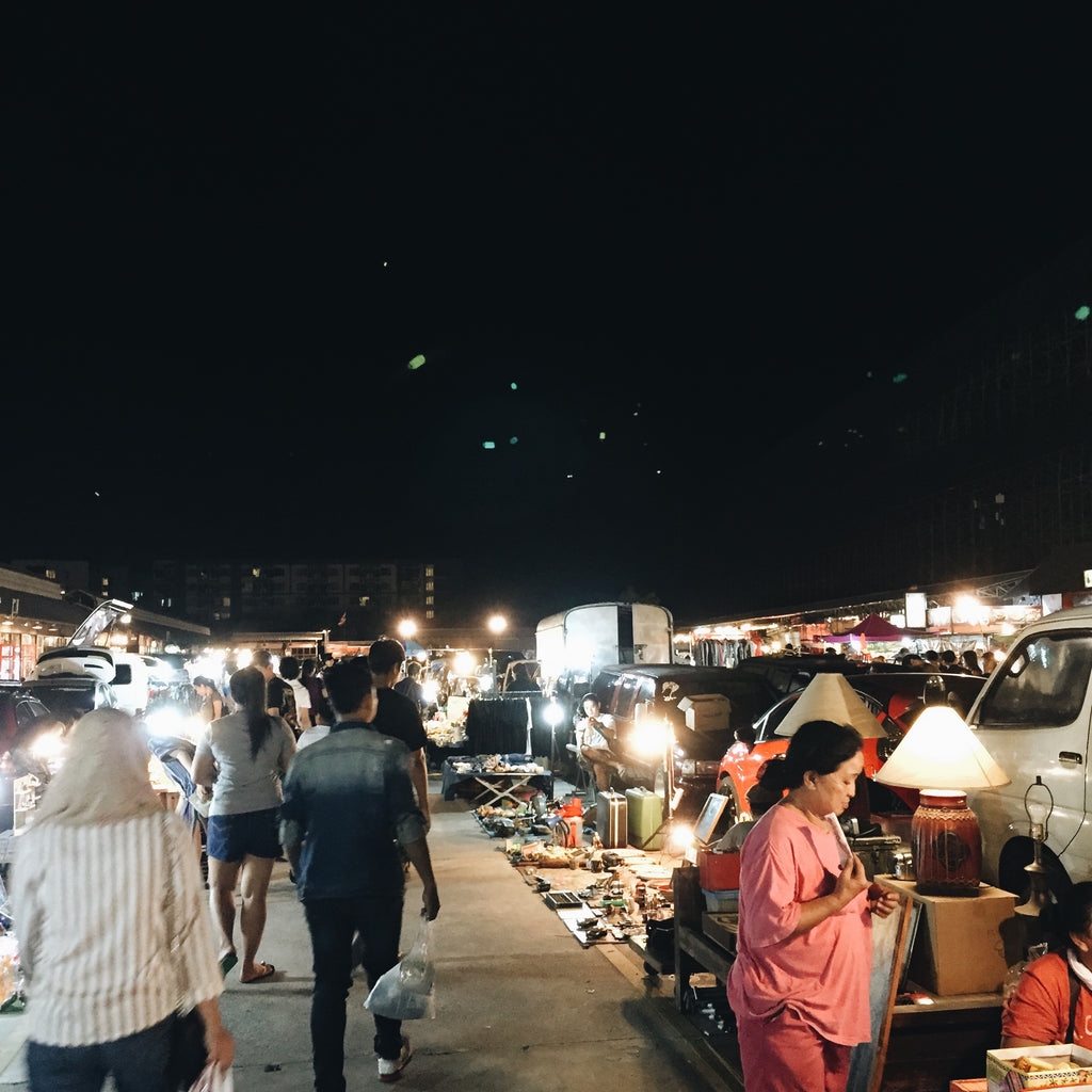 Talad Rot Fai Night market - Naiise.com