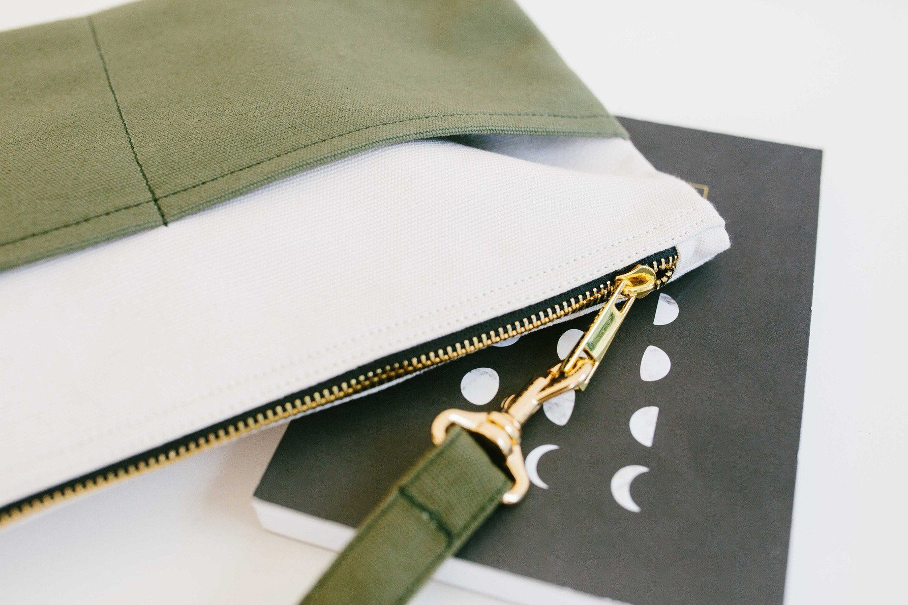 Basic Traveller Clutch - Oatmeal & Olive Clutches xhundredfold