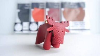 [DIY] Leather Moose Charm DIY Crafts Hides and Thread Red