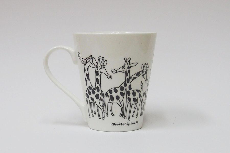 V-Mug - Giraffes - Mugs - The Animal Project - Naiise