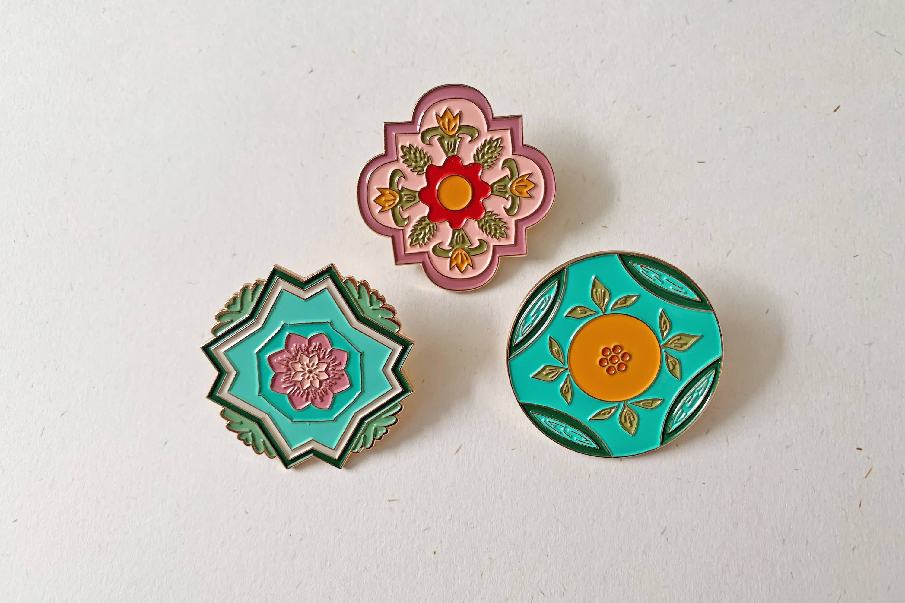 Peranakan Inspired Brooch Brooches w.yarn