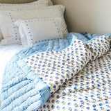 Blue Daisy Quilt