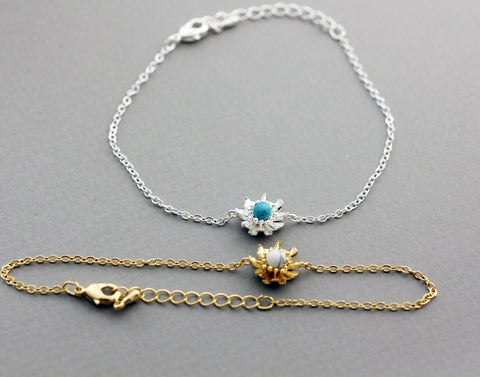 Daisy flower Charm Bracelet pointed with Turquoise and Howlite