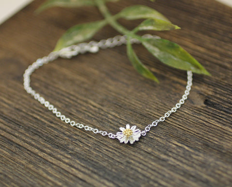 White Daisy flower pendant bracelet (925 sterling silver / plated over Brass)