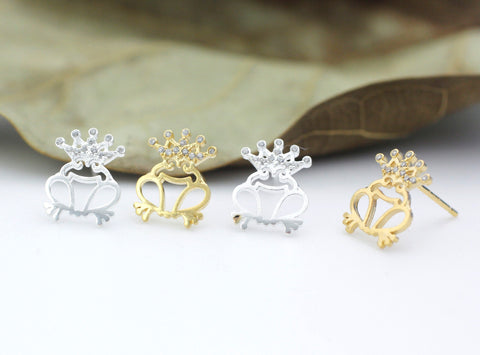 Frog prince stud earrings detailed with CZ in 2 colors