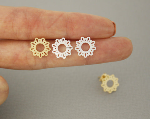 Round Lace filigree stud Earrings in 2 colors, E0677G