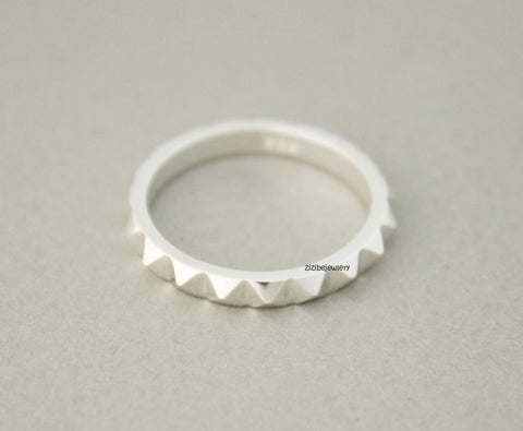 925 Sterling Silver Stud Ring , Pyramid Eternity Ring, R0746S