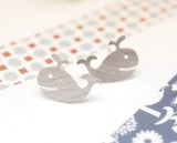 Whale studs earrings in silver / gold