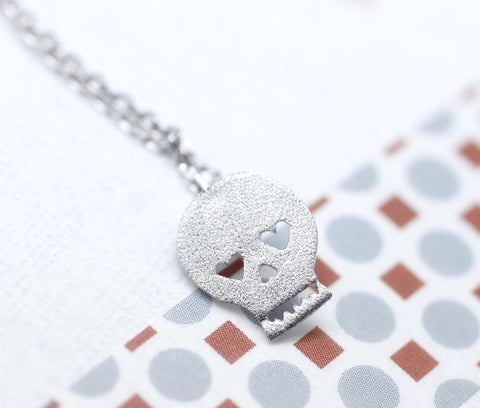 Skull charm pendant necklace