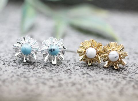 Daisy flower studs earrings pointed with Turquoise and Howlite