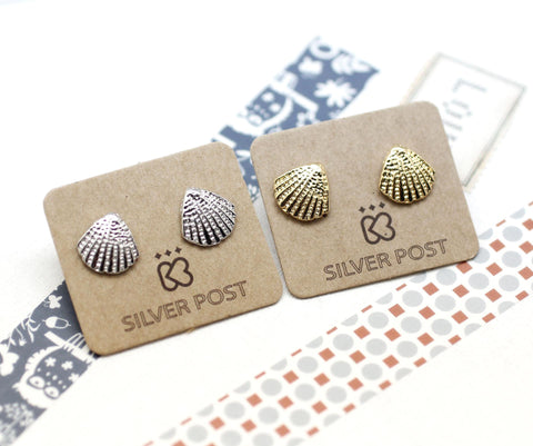 Scallop Seashell Post Earring in silver / gold