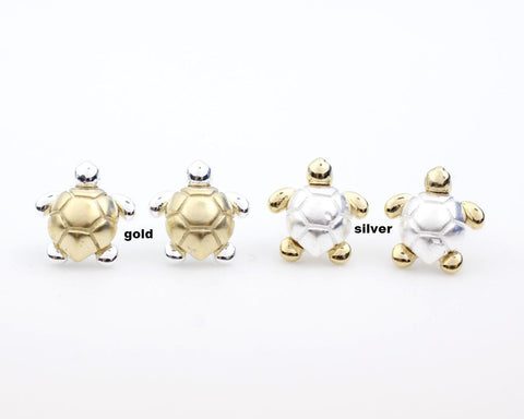 Tiny Turtle Stud earrings in gold / silver