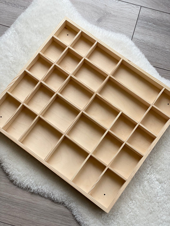 Extra large tinker tray / 28 compartments